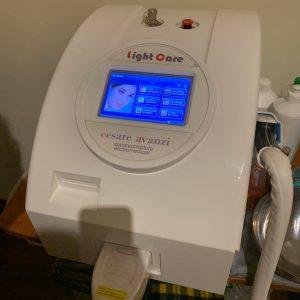 Luce pulsata LightCare di Cesare Avanzi - epilazione, tonificazione, ringiovanimento, trattamento